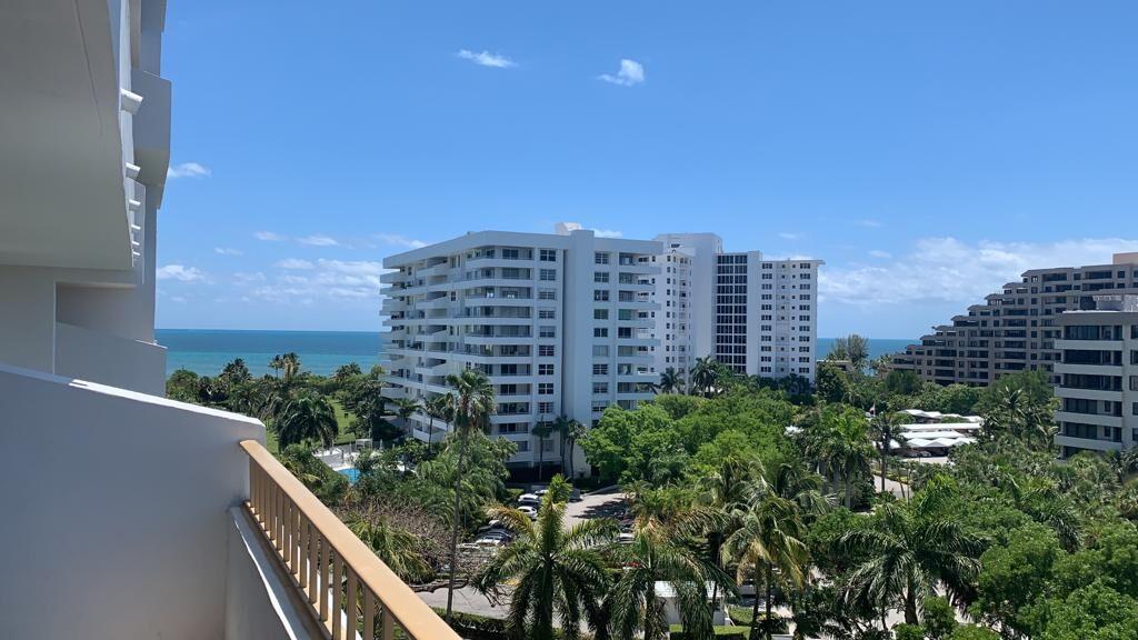 Rent apartment in Key Biscayne