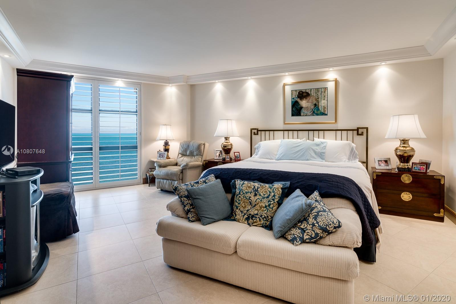 TOWERS OF KEY BISCAYNE, APT A1208