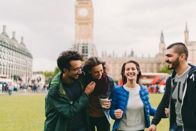 4 Smart Ways to Split Bills With Friends While Traveling