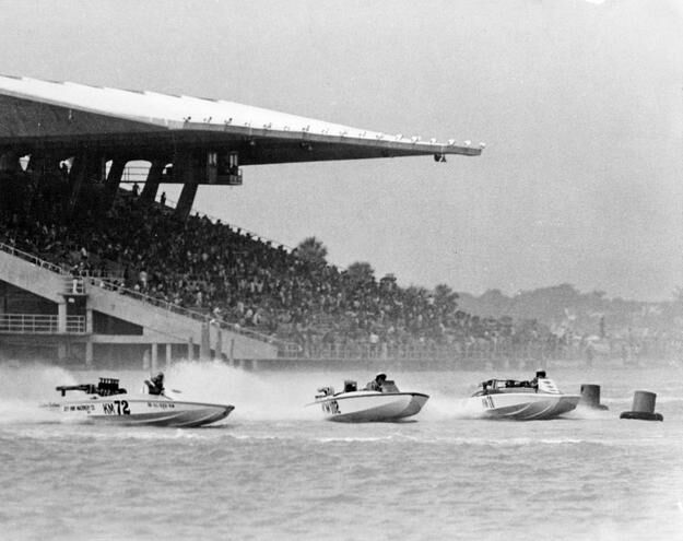 Speedboats racing in the basin