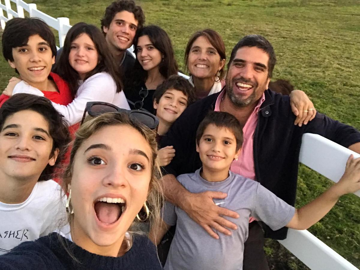 Narciso and Malena Muñoz with their 8 children