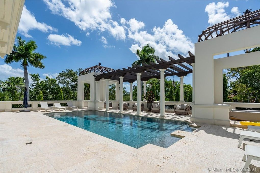 300 Costanera Rd, Coral Gables