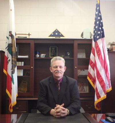 Detention facility warden announces retirement