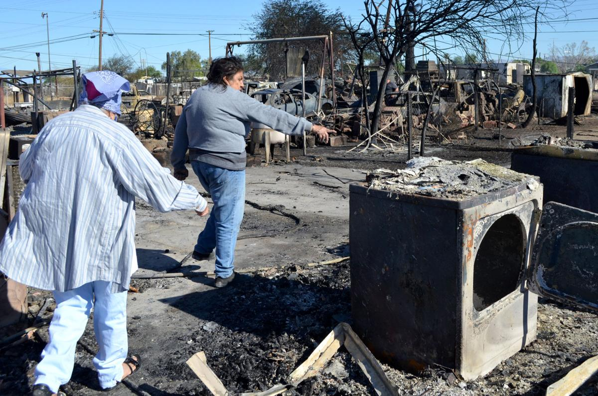 Niland fire leaves 1 dead, burns 29 homes