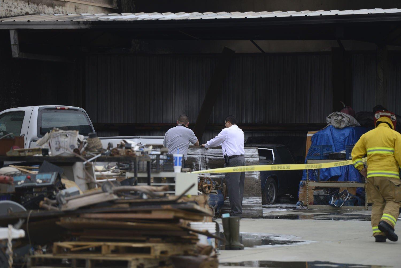 ... El Centro Fire (Featured): El Centro Police Department Investigators  Inspect The Body Of ...