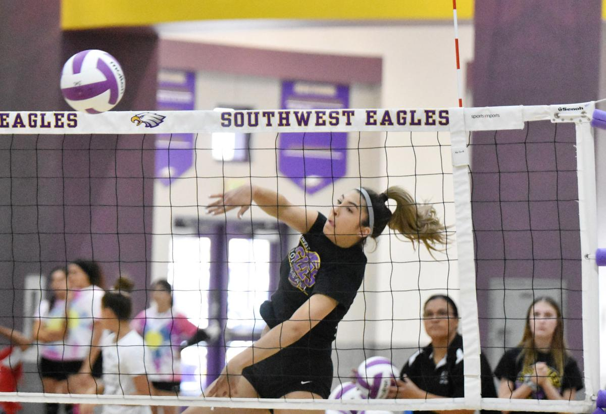 Four favorites emerge for IVL volleyball crown