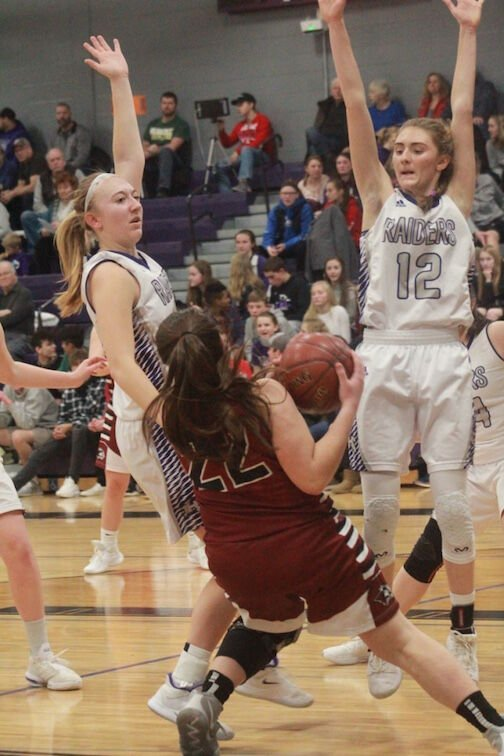 Raider girls surge past Huskies