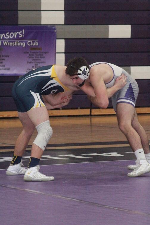 Chilton/Hilbert rolls Kiel in EWC key wrestling dual