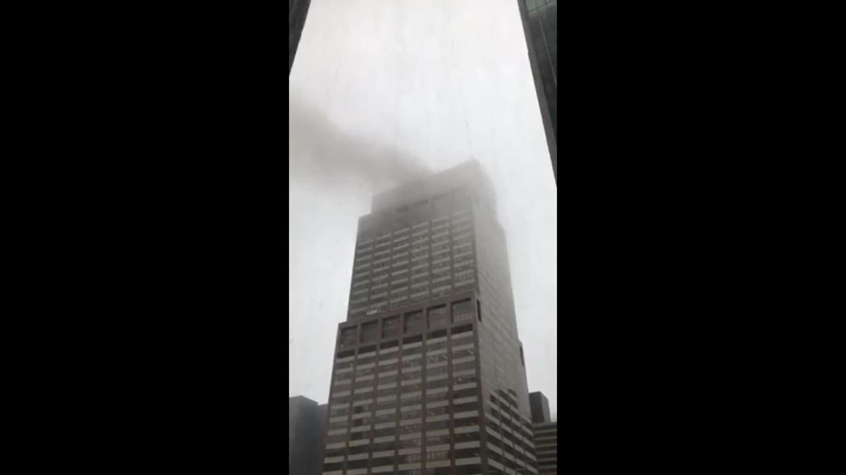 1 dead as helicopter makes crash landing on top of building in Manhattan