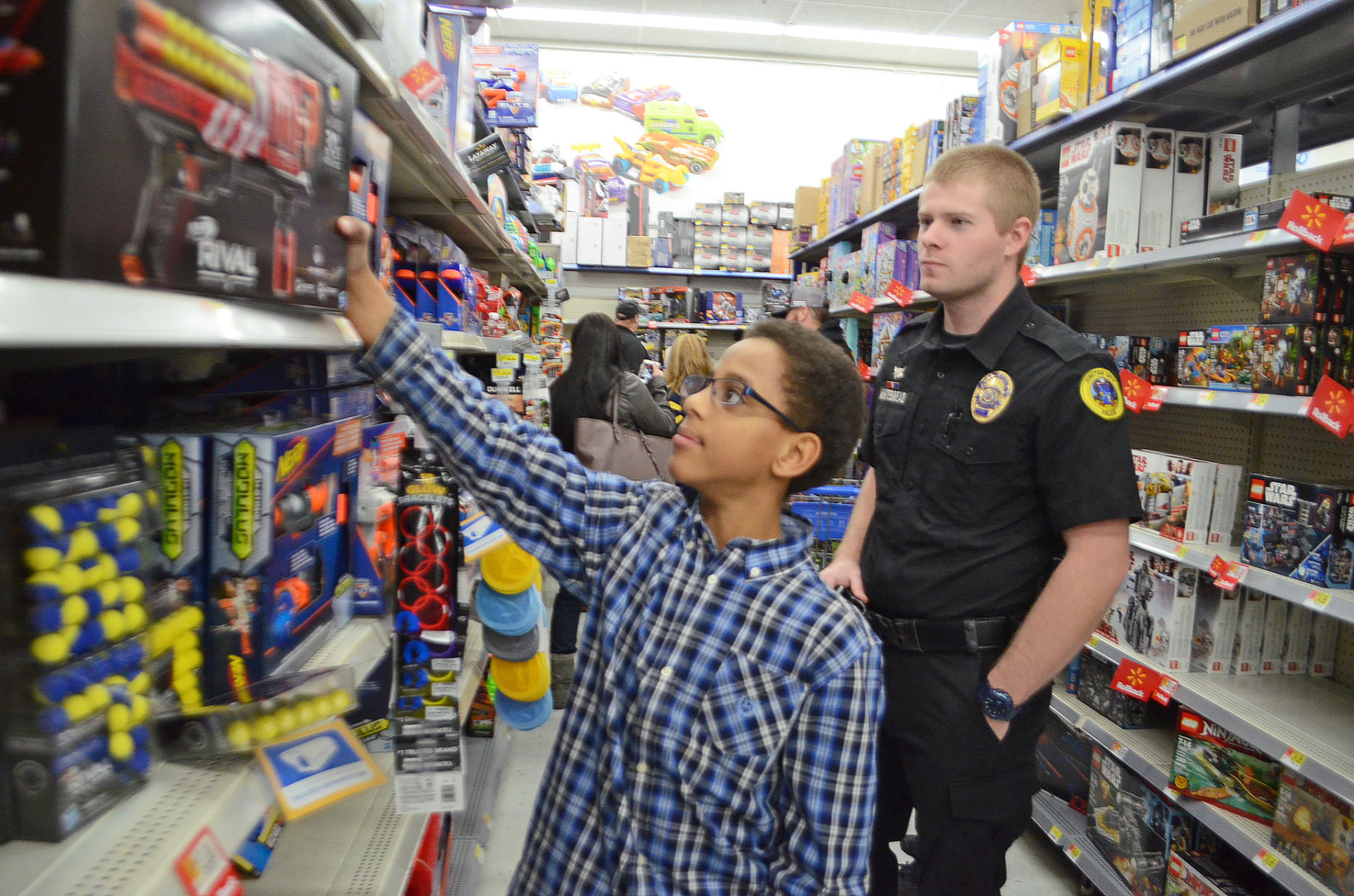 8807db9d13859 annual shop with a cop event brings kids and cops to walmart news .