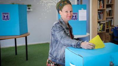 <p>A woman casts her ballot at a voting station on the morning of Israel's municipal elections, on Oct. 30, 2018, in Efrat.</p>