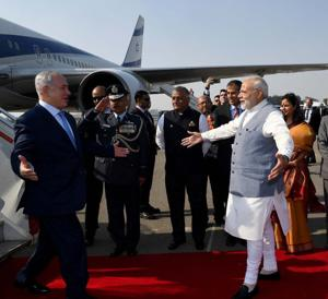 Netanyahu and large Israeli trade delegation arrive to warm welcome in India