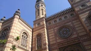Exploring the largest synagogue in Europe: the Dohány Street synagogue in Budapest
