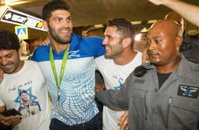 'Crazy' welcome for Olympic medalist