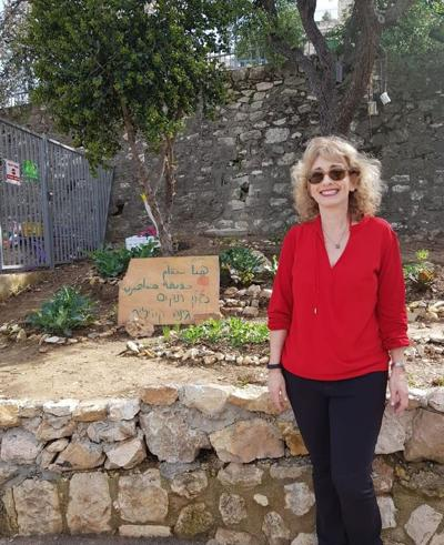 <p>Sheryl Quen, the Foundation's director of grants, visits the Good Neighbors Abu Tor At-Thuri Community Garden in Israel.</p>