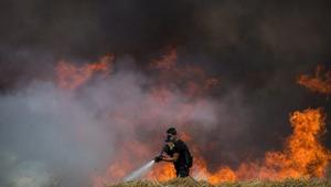 Egypt issues ultimatum to Hamas, demands they halt flaming kites against Israel