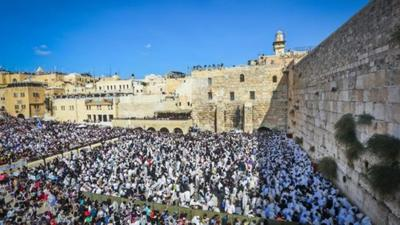 """<p>Jewish worshipers pack the area in front of Jerusalem's Western Wall for the """"Birkat Kohanim,"""" or """"Priestly Blessing,"""" during the holiday of Sukkot on Oct. 8, 2017. Current trends in Jewish and Arab demography defy predictions of """"doom"""" for Israel's Jewish population, says demographic expert Yoram Ettinger.</p>"""