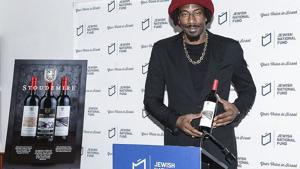 <p>Former NBA star Amar'e Stoudemire showing off his new line of kosher-for-Passover Israeli wines.</p>