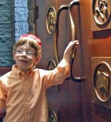 Simchat Shabbat brings joy to families