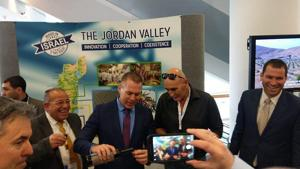 Fighting BDS, Israelis, Palestinians demonstrate living and working together in Jordan Valley