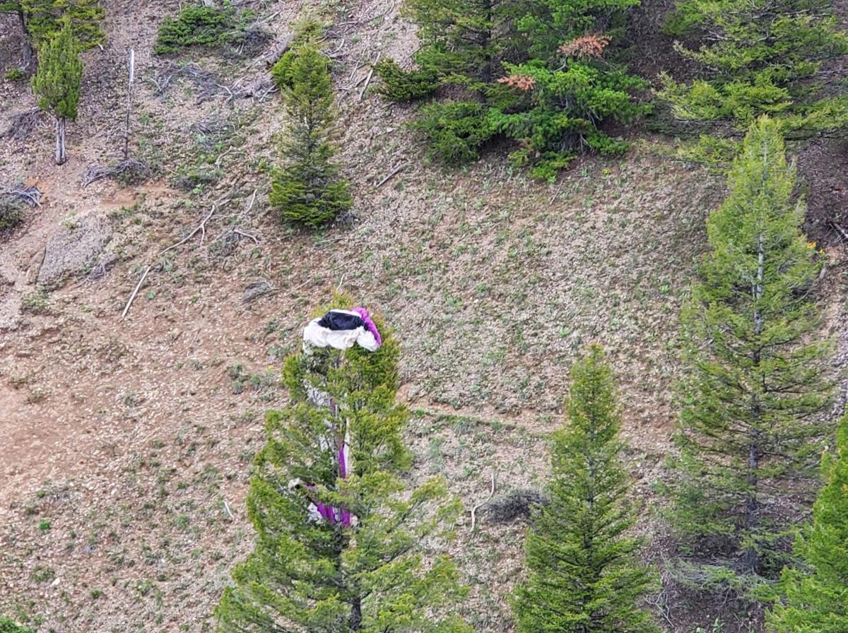 Stranded paraglider