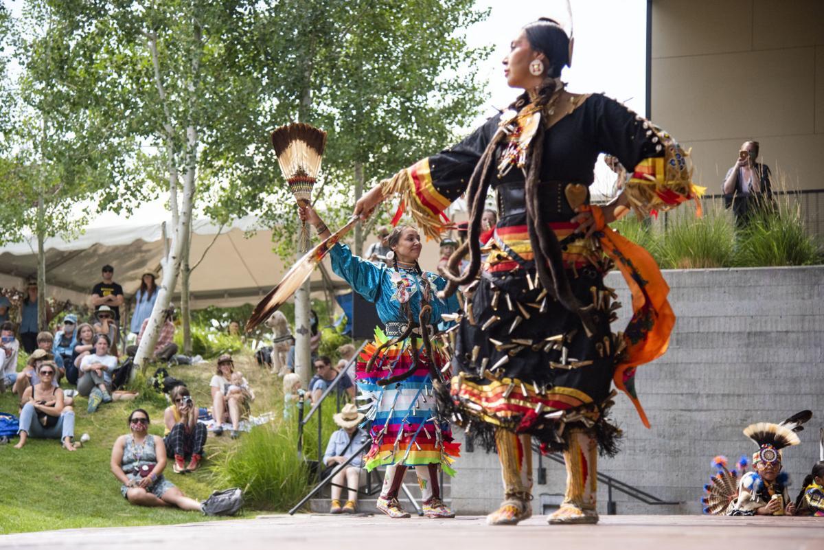 Nukah'whups dancers