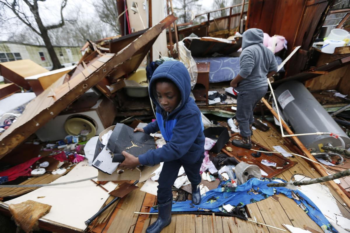 Bad weather moves into Eastern states; East Tennessee teacher among 5 dead in South