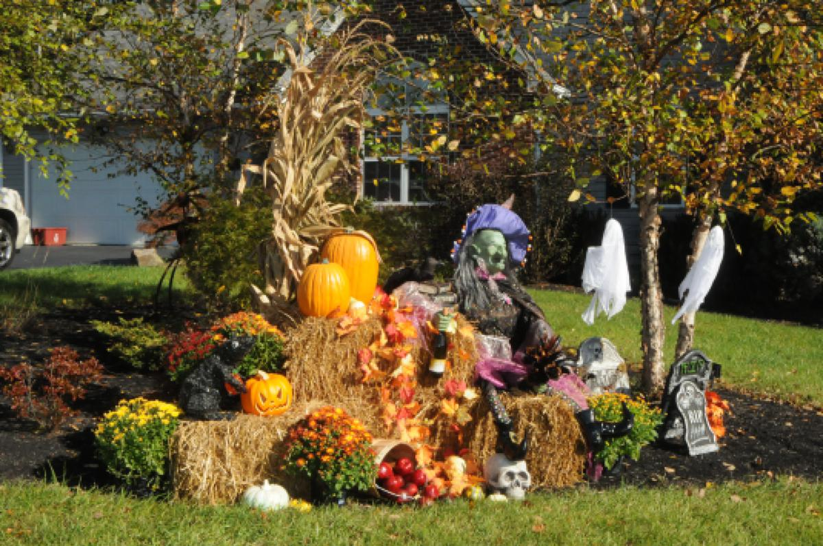 Residents gearing up for fall with yard displays