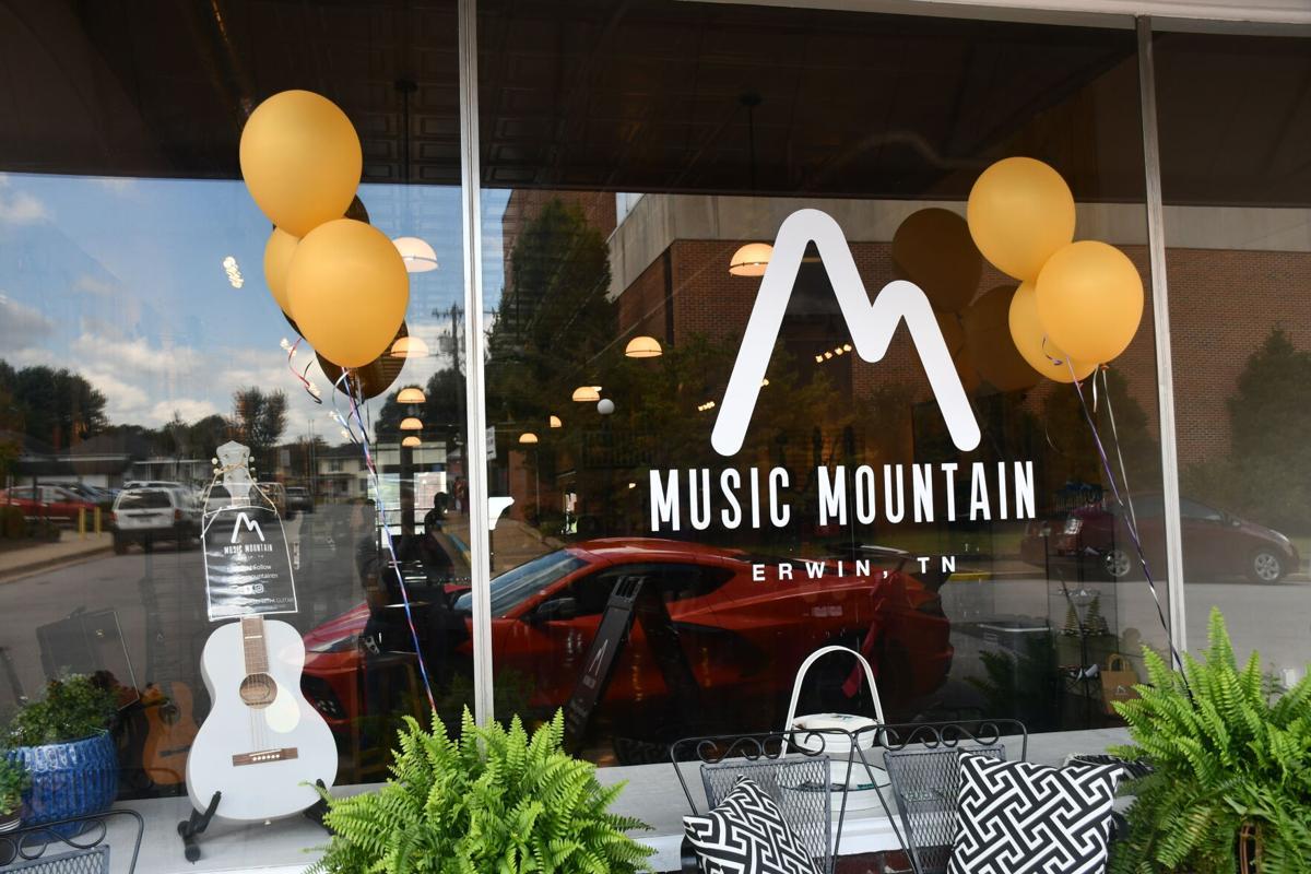 Music Mountain Logo