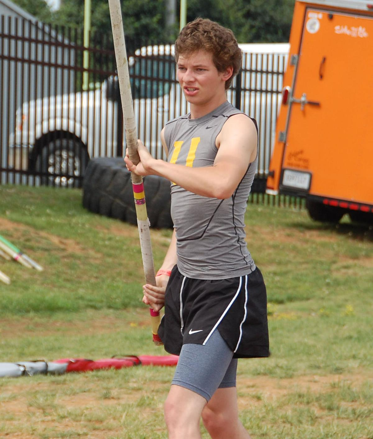 UH's Blowers finishes second in state pole vault