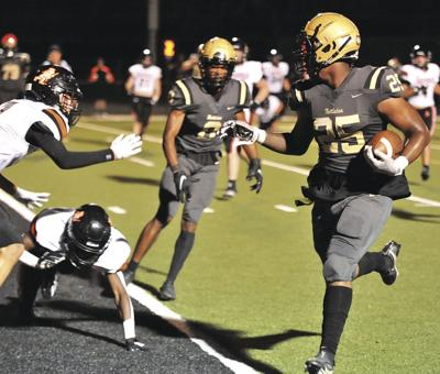 Raiders rely on passing game in 5A-East opener