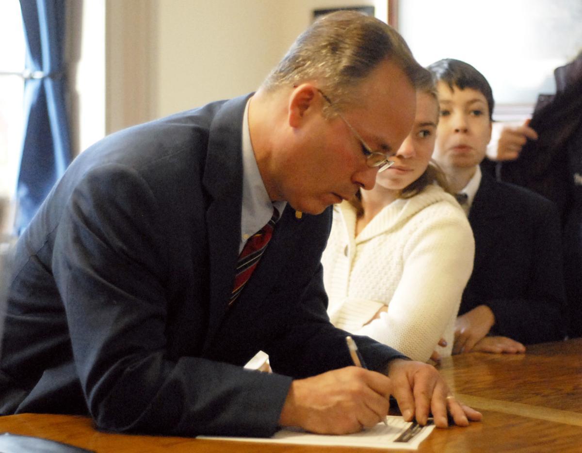 Folk signing