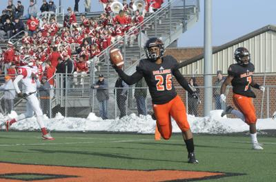 'Dogs, Applemen set for semifinal matchup: Martinsburg uses competition to get better on field