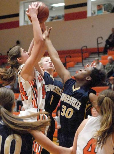 Bulldogs hold down Hedgesville in win
