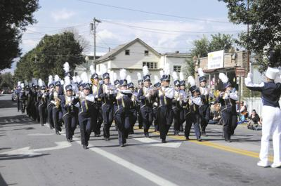 Apple Harvest parade makes its way downtown