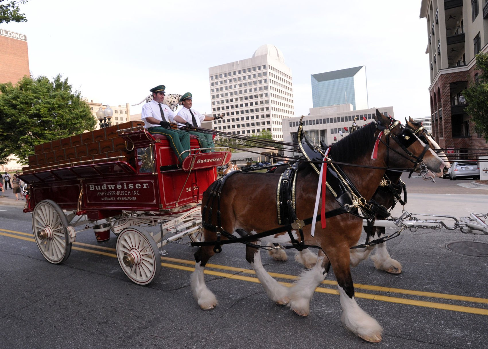 Ask Sam Has Budweiser Stopped Producing Christmas Commercials With The Clydesdale Horses Ask Sam Journalnow Com