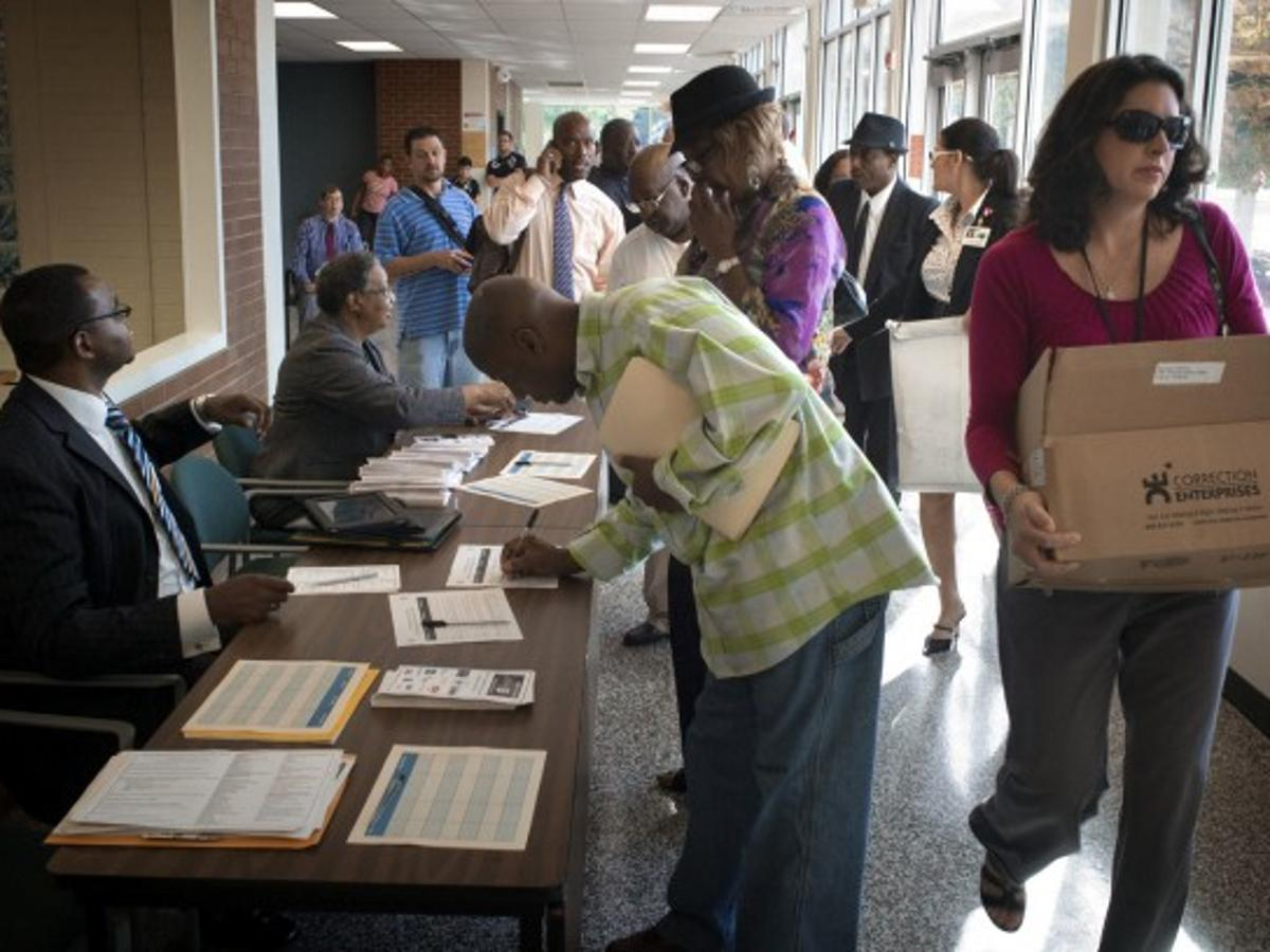Job Seekers Chances At Career Fair Pretty Good Employers Say Business News Journalnow Com
