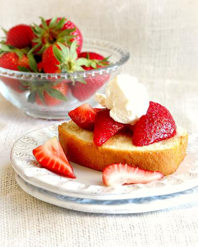 Coriander Spiced Pound Cake With Strawberries