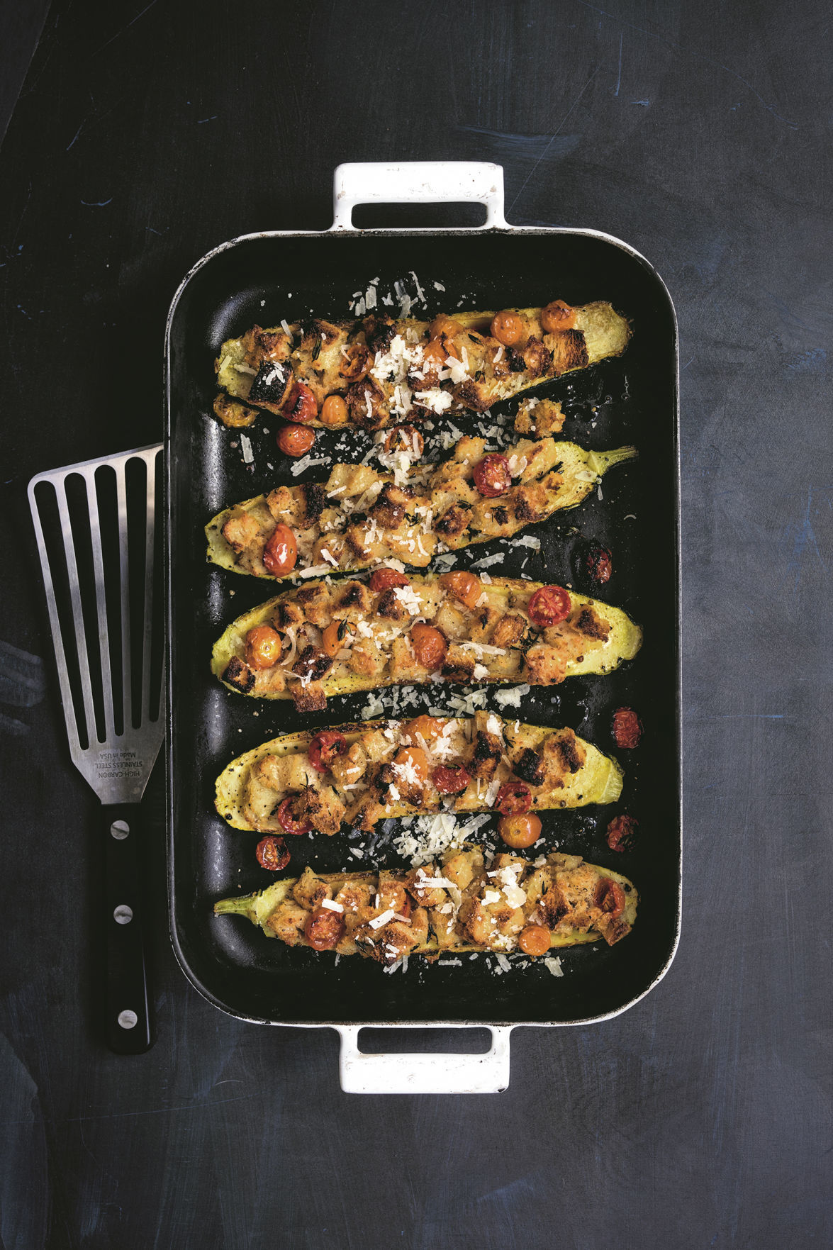 Zucchini stuffed with bread crumbs and tomatoes