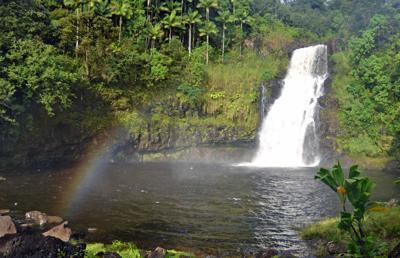 TRAVEL-UST-HAWAII-WATERFALL-10-LA