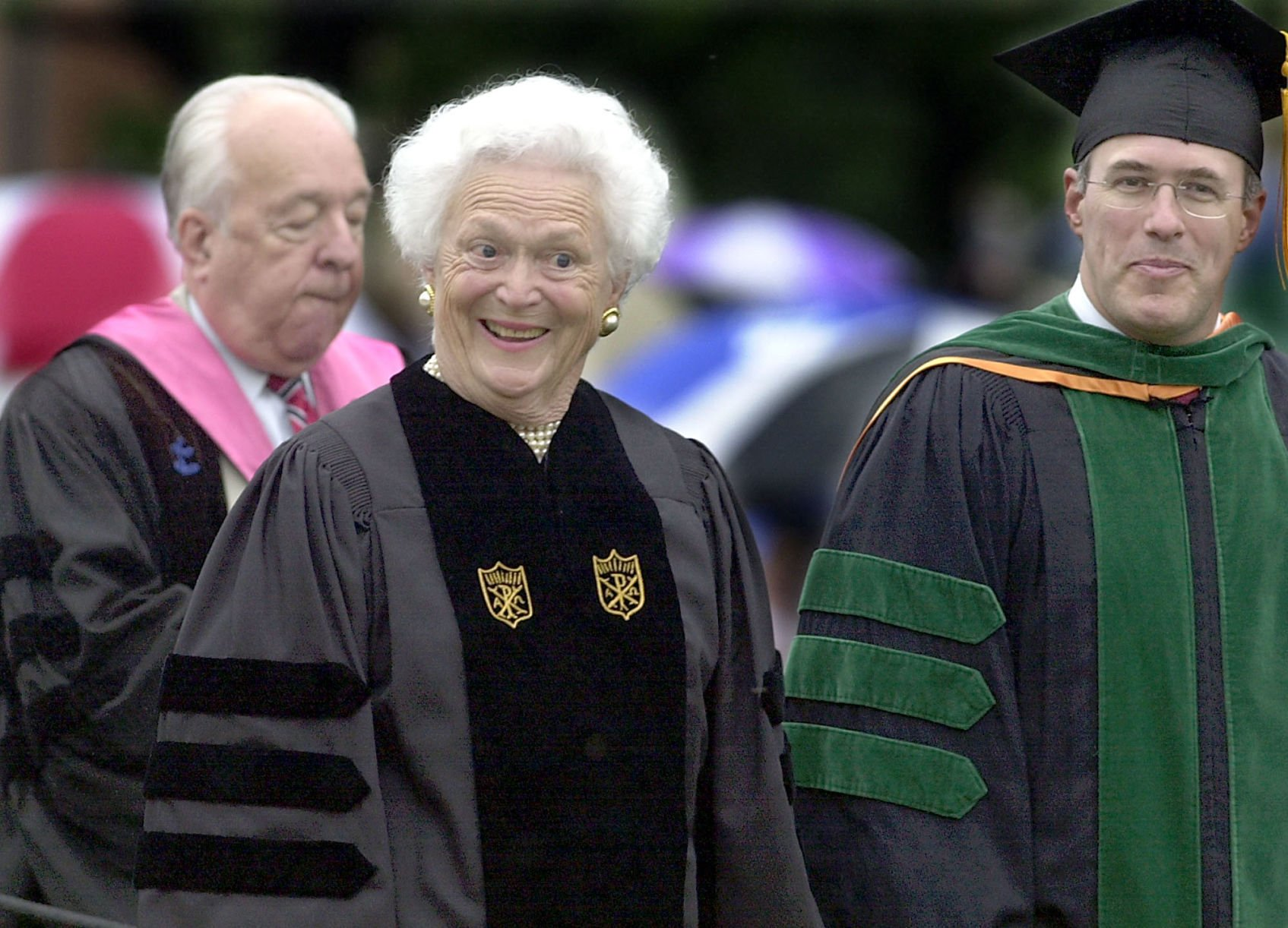 Barbara Bush urged Wake graduates to cherish families during 2001 commencement address | Winston Salem Journal