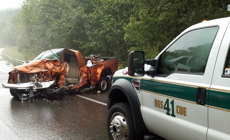Injuries serious in N C  16 wreck
