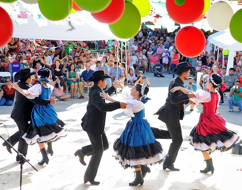 Fiesta Mexicana dancers