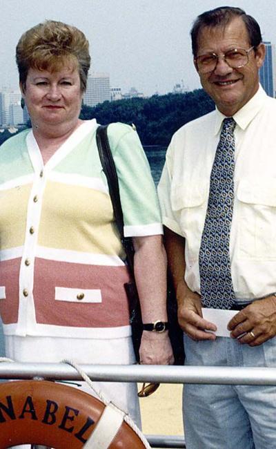 MR. AND MRS. JIMMY BUMGARNER