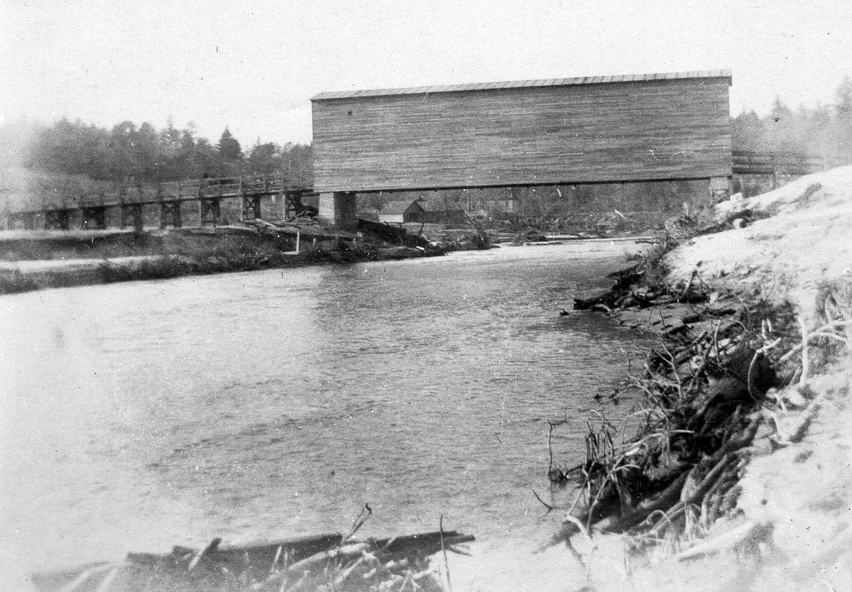 Pre-1916 bridge over Reddies in town