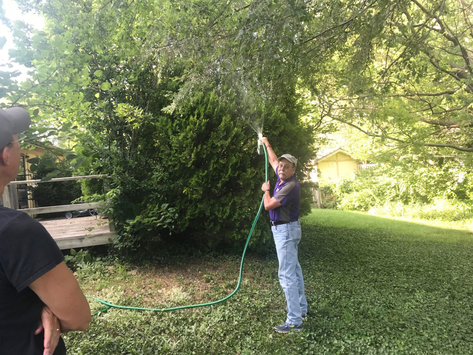 Demonstration helps residents in identifying bagworms, preventing plant damage