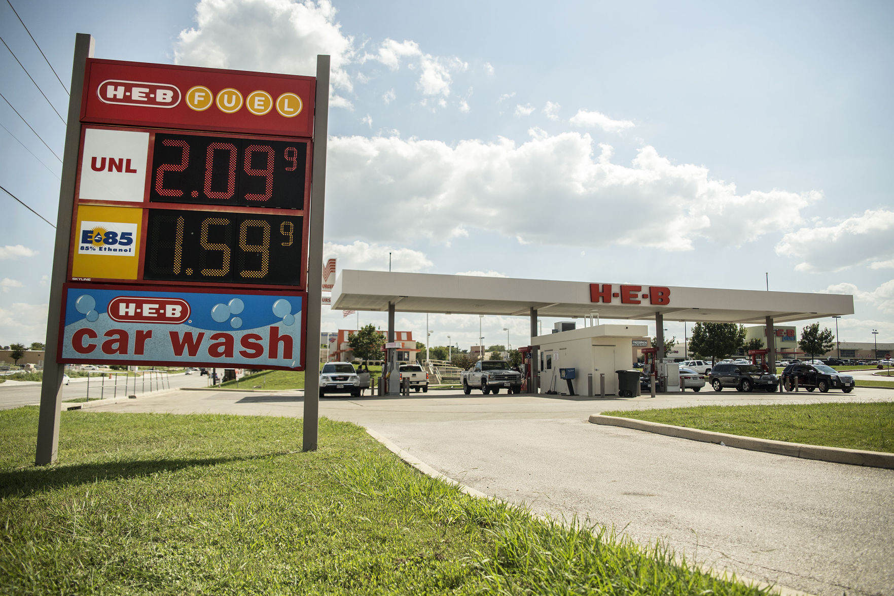 Officials continue to say there is no gas shortage in Texas