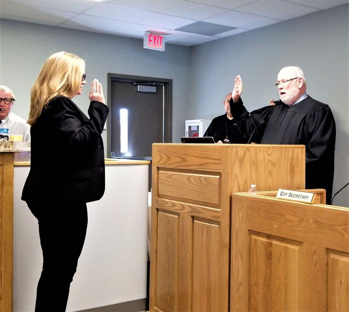 Cove council - Diaz takes oath