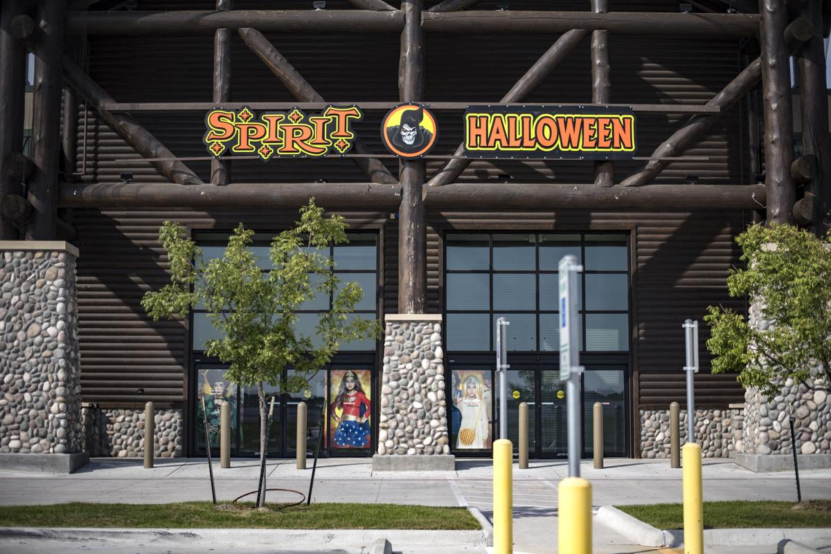 halloween store taking over former gander mountain building