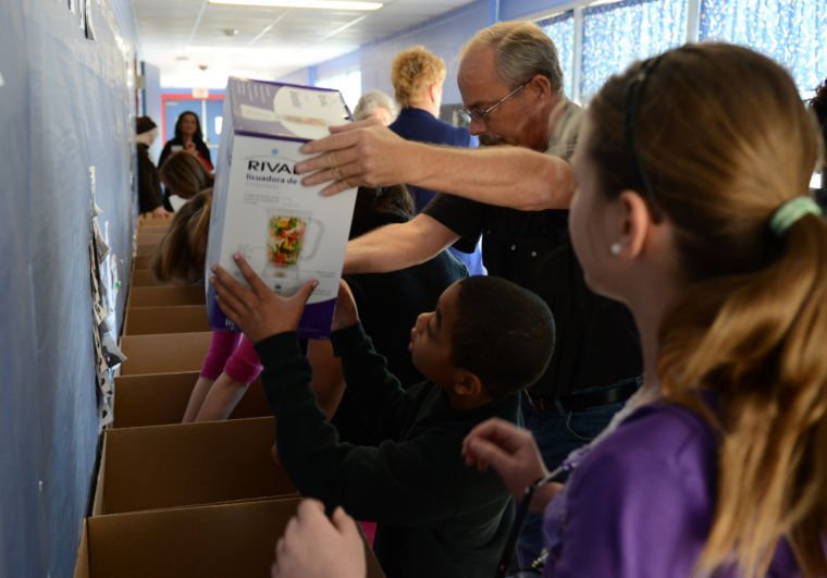 Students help Families in Crisis
